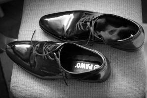 Вытягиваем обувь в мастерской
