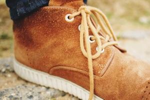 Как ухаживать за замшевыми ботинками