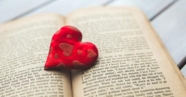 Любимая книга в подарок девушке