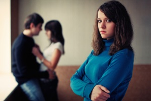 Почему девушки очень сильно ревнуют
