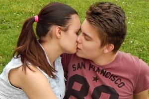 как правильно целовать женщину
