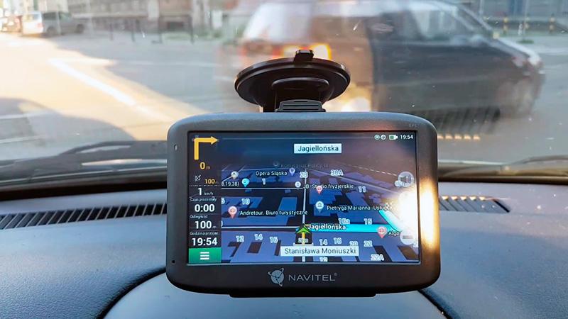 Портативный GPS-навигатор Navitel MS400